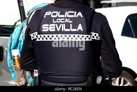 Sevilla Polizei Büro mit dem Rücken zur Kamera in Sevilla, Spanien - Stockfoto