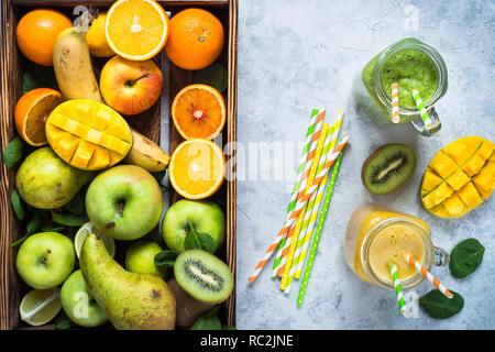 Grün und Gelb Smoothie in Mason jar - Stockfoto