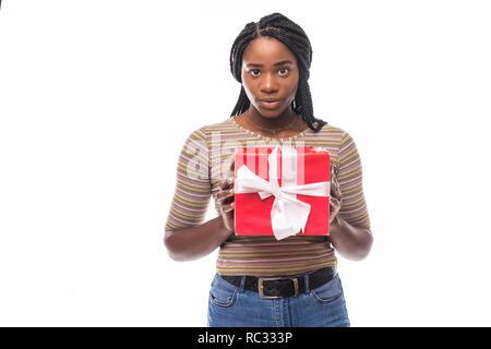 Schöne Mädchen mit Weihnachtsgeschenke isoliert weißer Hintergrund - Stockfoto