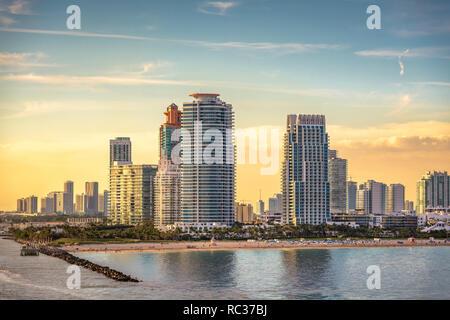 South Beach, Miami, Florida, USA über South Pointe Park. - Stockfoto