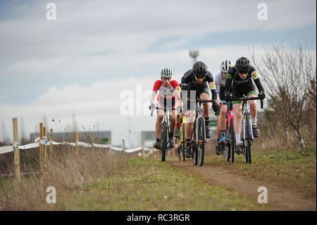 Cyclopark, Gravesend, Kent, Großbritannien. 13 Jan, 2019. Aktion aus der Junior mens Rennen an der HSBC UK Cyclo-Cross Meisterschaften. Quelle: David Rebhuhn/Alamy leben Nachrichten - Stockfoto