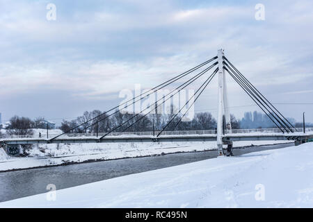 Tower Bridge, kaltes Metall und Stein, umrahmt von