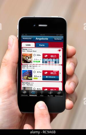 Iphone, Smartphone, App auf dem Bildschirm, Hotel Reservation Service HRS - Stockfoto