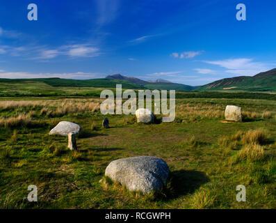 Machrie Moor Bronzezeit Steinkreise, Isle of Arran, Schottland, UK: Suche NE über Kreis ich die kleinen Steine des Kreises XI und der Höhepunkt der Ziege fiel. - Stockfoto
