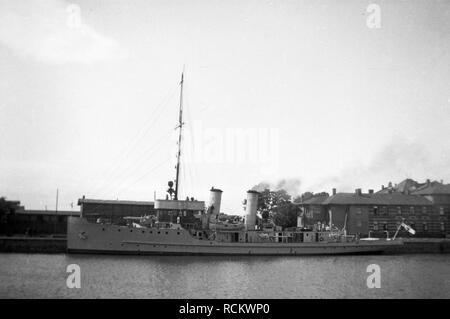 Deutsches Reich Reichsmarine Artillerieschulschiff DRACHE/Deutsches Reich Kaiserliche Marine Artillerie Schulschiff DRACHE - Stockfoto