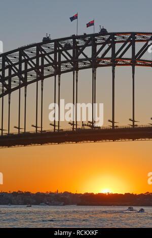 Menschen zu Fuß auf der Sydney Harbour Bridge, Sydney, New South Wales, Australien, - Stockfoto