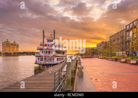 Savannah, Georgia, USA Riverfront promenade bei Sonnenaufgang. - Stockfoto