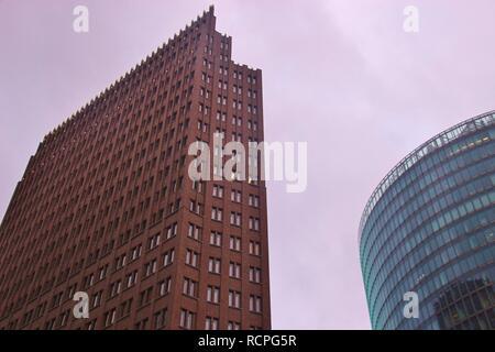 Wolkenkratzer auf dem Platz der Stadt am Potsdamer Platz in Berlin, Deutschland, Europa. - Stockfoto