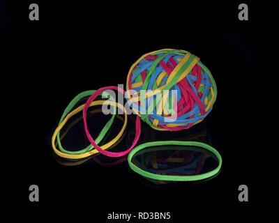 Ball der Gummibänder und individuelle Gummi baender - Stockfoto