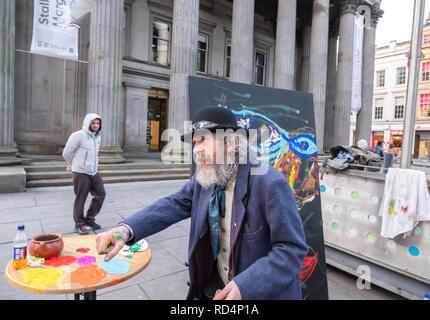 Glasgow, Schottland, Großbritannien. 17. Januar, 2019. Der Künstler Frankie Patrick Robertson Malerei ausserhalb der Galerie der Modernen Kunst (GOMA). Credit: Skully/Alamy leben Nachrichten - Stockfoto