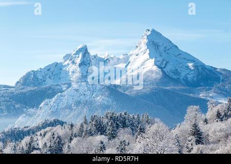 Schönen Blick auf berühmte Watzmann peak an einem kalten sonnigen Tag im Winter, Bayern, Deutschland - Stockfoto