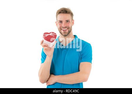 Mann mit vorhanden. Valentines Mann mit roten Herzen. Glückliche Menschen geben Valentines vorhanden. Happy Valentines Tag. Ich liebe Dich. Liebe liegt in der Luft am Valentines Tag. - Stockfoto