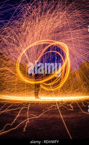 Stahlwolle Foto bei Nacht, Langzeitbelichtung Fotografie - Workshop - Stockfoto