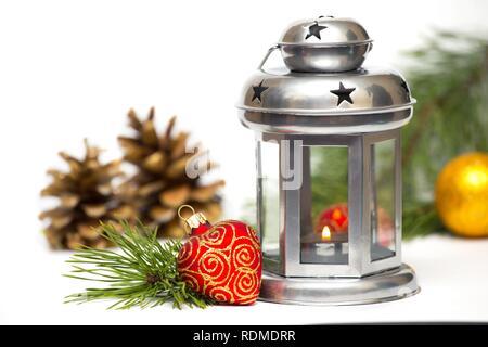 Weihnachtsdekoration auf auf weißem Hintergrund - Stockfoto