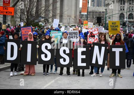 New York, USA. 19. Januar 2019. Der Frauen Einheit März in Lower Manhattan. Quelle: Christopher Penler/Alamy Leben Nachrichten Quelle: Christopher Penler/Alamy leben Nachrichten - Stockfoto