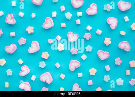 Bunte Marshmallow. Party und Feier mit dekorativer Hintergrund Textur. Flach design - Stockfoto