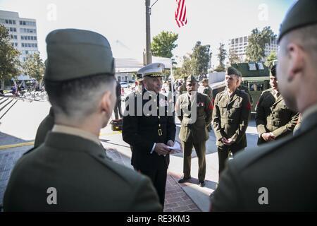 Brig. Gen. Paul Lebidine, Kommandierender General, 4 Marine Division, spricht mit Marines am Tag hundertjährigen Feier ist ein Veteran, Nov. 11, 2016. Das Marine Corps Reserve markiert 100 Jahre Service am 12.08.29., 2016. - Stockfoto