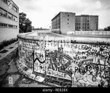 August 1986, Berliner Mauer Graffitis, todesstreifen Zone, Ost-Berlin, West-berlin, Deutschland, Europa, - Stockfoto