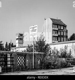 August 1986, Berliner Mauer, Warnzeichen für Ende der amerikanischen Sektor, Ost-Berlin, West-berlin, Deutschland, Europa, - Stockfoto