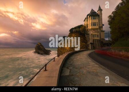 Biarritz Küste mit dem bewegten Meer schlagen die Hauptstadt der baskischen Surf, am nördlichen Baskenland. - Stockfoto