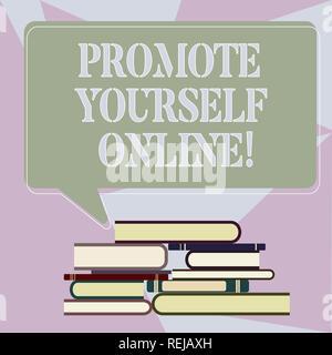 Schreiben Hinweis anzeigen Präsentieren Sie sich Online. Business foto Präsentation klar definierte Marke, macht sie sich ungleichmäßig Haufen Gebundene Bücher stehen - Stockfoto