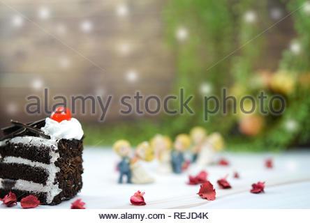 Valentine und Hochzeit Kuchen Schokolade mit Hochzeit Puppen - Stockfoto