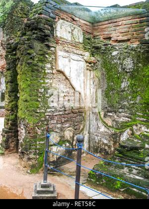 Polonnaruwa, Sri Lanka. Die Ruinen eines alten Tempels, Spuren einer alten hoch entwickelte Zivilisation. - Stockfoto