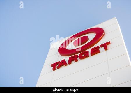 Dezember 14, 2017 Sunnyvale/CA/USA-Target-Logo auf dem lokalen Speicher Fassade - Stockfoto