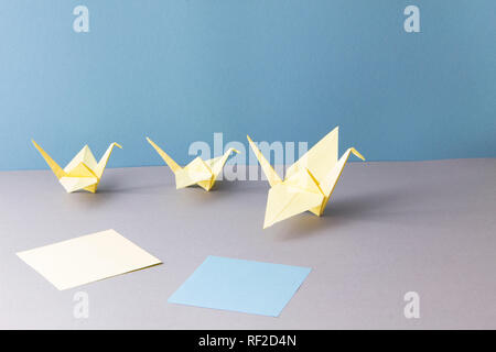 Origami, Kräne und Papier - Stockfoto
