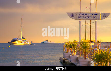Cannes, Frankreich - 01. Oktober 2018: TFWA Weltausstellung Atmosphäre. Tax Free World Association, Hotel, Hotels, Carlton Intercontinental, Duty Free, Strand, Strand, Sehen, Reisen, Luxus, - Stockfoto