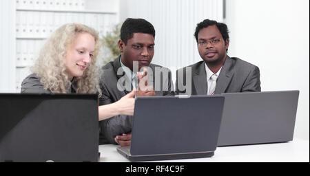 Business Team Diskussion von Themen im Amt. - Stockfoto