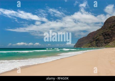 Polihale Beach Park, gegenüber der Na Pali Küste; Kauai, Hawaii. . - Stockfoto