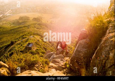 Mowbray Ridge Trail führt Wanderer bis der städtischen Wunder von Devil's Peak, Teil des Table Mountain National Park in Kapstadt, Western Cape, Südafrika - Stockfoto