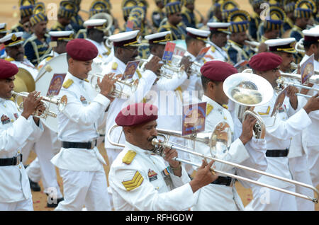 Bangalore, Indien. 26 Jan, 2019. Indian Army Band, der während der 70. Tag der Republik Parade in Bangalore, Indien, Jan. 26, 2019. Indien feierte seinen 70 Tag der Republik am Samstag. Credit: Stringer/Xinhua/Alamy leben Nachrichten - Stockfoto