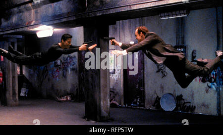 Original Film Titel: DIE MATRIX. Englischer Titel: DIE MATRIX. Jahr: 1999. Regie: Andy Wachowski, Larry Wachowski. Stars: Hugo Weaving, Keanu Reeves. Credit: ROADSHOW FILM LIMITED/Album - Stockfoto