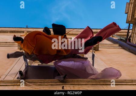 Waschen, in den Wind, hängen von außen Fenster étendoir, Low Angle View, der Insel Ortygia, Syrakus, Sizilien, Italien, Europa - Stockfoto