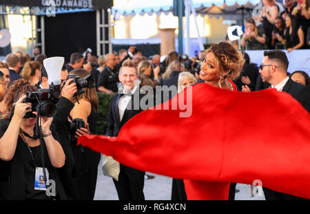 Los Angeles, USA. 27 Jan, 2019. Schauspielerin Laverne Cox kommt für die 25. jährlichen Screen Actors Guild Awards im Shrine Auditorium in Los Angeles, in den Usa am 31.01.27., 2019. Credit: Li Ying/Xinhua/Alamy leben Nachrichten - Stockfoto