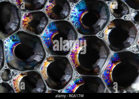 Farbe seifenblasen Closeup auf einem dunklen Hintergrund. Zusammenfassung Hintergrund - Stockfoto