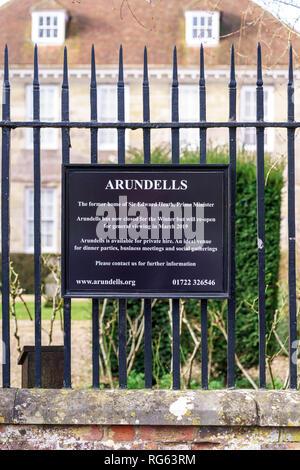 Hinweisschild für Arundells das ehemalige Haus des verstorbenen Sir Edward Heath - Stockfoto
