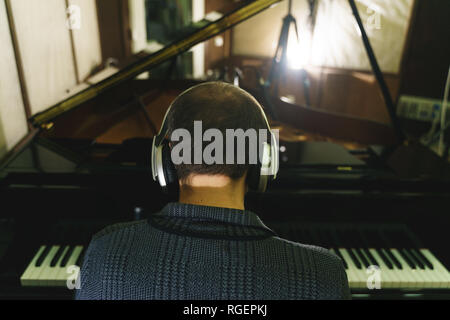 Musiker auf Recording Studio Klavier, Saxophon, Kontrabass, Trommel - Stockfoto