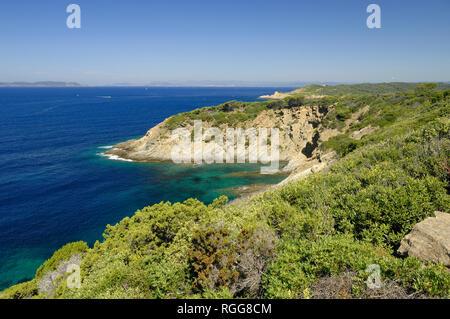 Mediterrane Küste & Küste am Pointe au Cognet Port-Cros oder Port Cros Nationalpark Île d'Hyères Var Côte d'Azur Provence Frankreich - Stockfoto