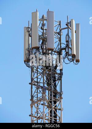 Handy Turm mit Antennen - Stockfoto