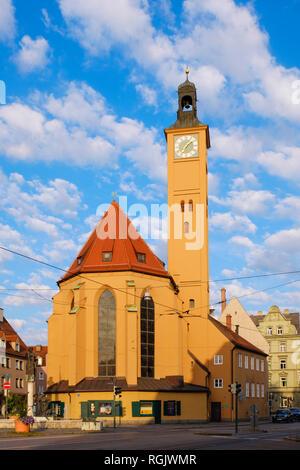 Deutschland, Bayern, Augsburg, Jakobervorstadt, St. Jakob Kirche und Brunnen - Stockfoto