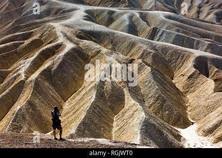 USA, Californien, Death Valley, Zabriskie Point, Fotograf - Stockfoto