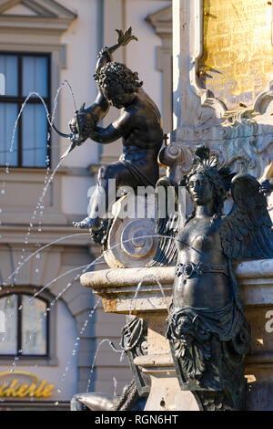 Deutschland, Bayern, Augsburg, Herma, Augustus Brunnen - Stockfoto