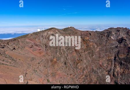 Blick vom Roque de Los Muchachos auf La Palma zu einem Teil von der Sternwarte und in die Caldera de Taburiente - Stockfoto