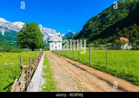 Katholische Kirche, Thethi Dorf Thethi Tal, Albanien - Stockfoto