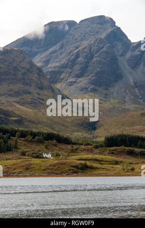 Isolierte House auf der Isle of Skye in Schottland - Stockfoto