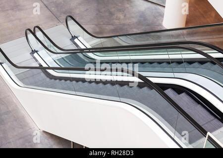 Leere Rolltreppe in einige Bürogebäude - Stockfoto