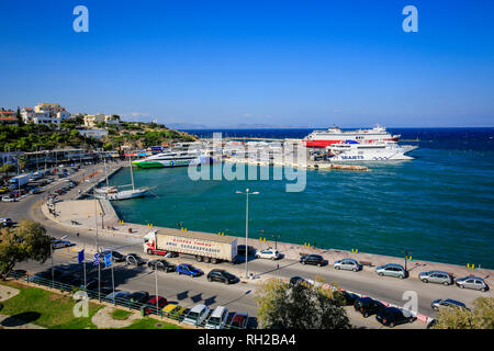 Rafina, Attika, Griechenland - Seajets und schnelle Fähren Fähren warten in den Hafen von Rafina Hafen für die Überfahrt zu den Inseln der Kykladen. Rafina, Attika, - Stockfoto